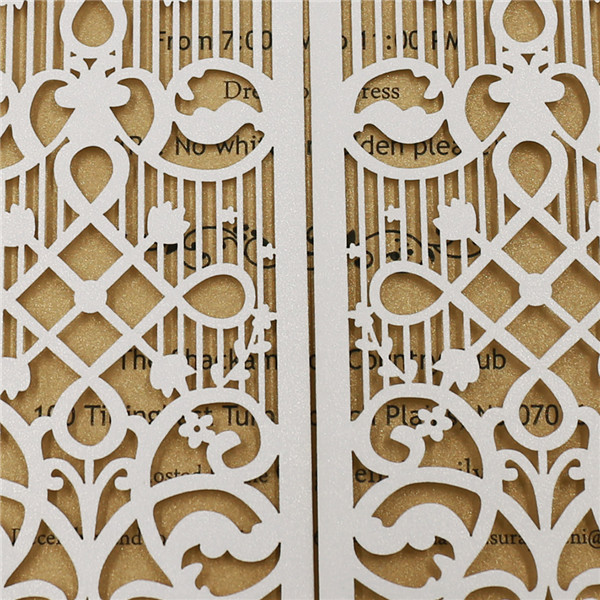 Getting married is like opening a door to a new life. The door design on the wedding invitations is just a symbol.