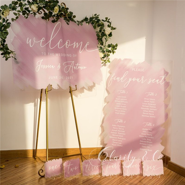 Refreshing Acrylic Wedding Signs to Embrace