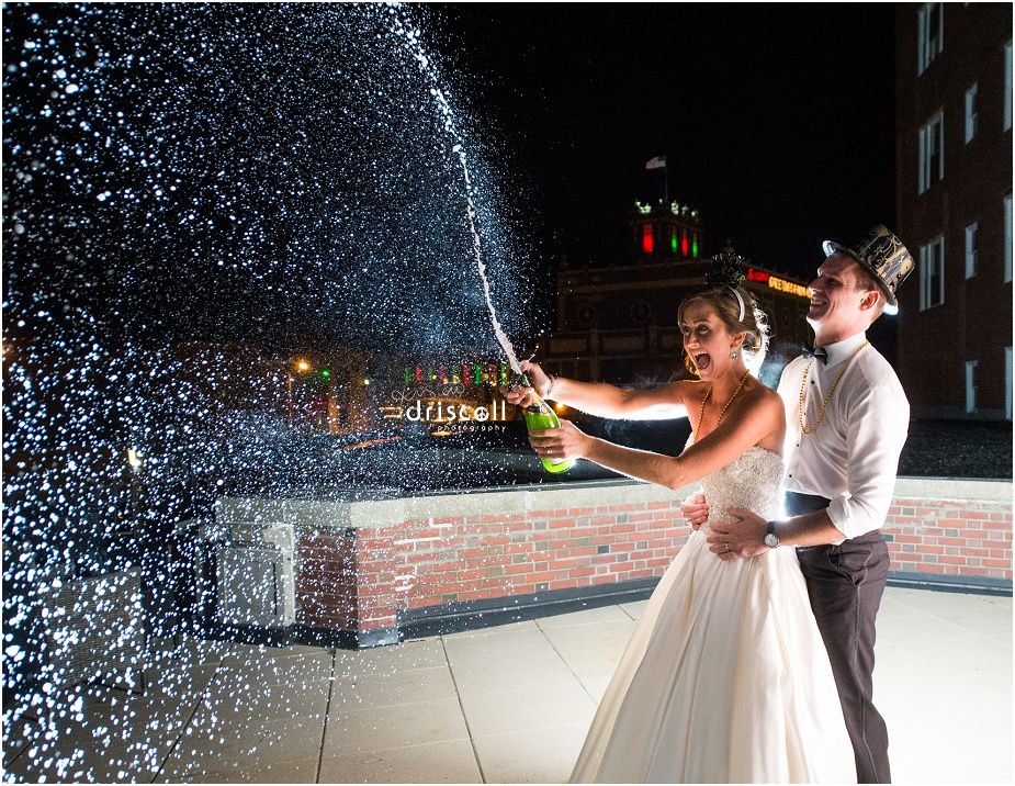 Romantic and Creative Night Wedding Photo Ideas to Inspire