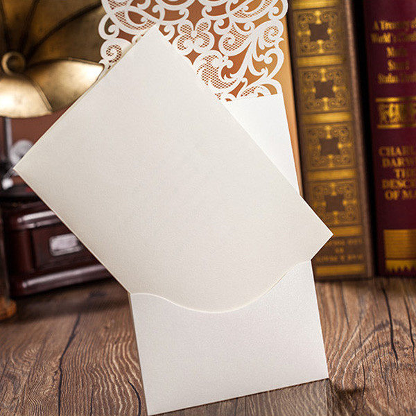 This creative pocket design really adds more charm to the wedding invitations. Besides, the modern metallic décor makes the invitations even more adorable.